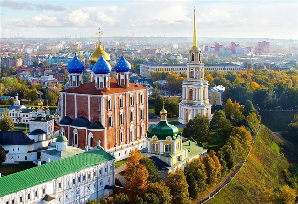 Достопримечательности Рязани - Рязанский Кремль с видом на центр города